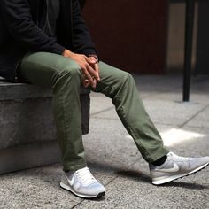 STORY  Cut like a jean, feels like a chino, stretches like a performance pant  Combine your favorite tailored chinos with the stretch of a performance pant, and you get the 365 Pant — a pant so comfortable, you'll want to wear them every damn day of the year. Suited for both work and play, these five pocket pants are primarily made with cotton, which is then reinforced with stretch Lycra for extra mobility. Each pair is cut, sewn and garment-dyed in Los Angeles.  FEATURES   Cut like a...