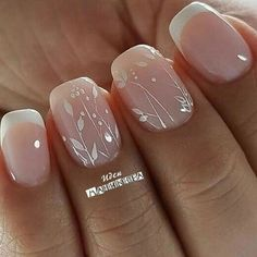 False nails have the advantage of offering a manicure worthy of the most advanced backstage and to hold longer than a simple nail polish. The problem is how to remove them without damaging your nails. Simple Wedding Nails, Wedding Day Nails, Wedding Nails Design, Wedding Pedicure, Nail Designs For Weddings, Weding Nails, Wedding Toes, Simple Nails, Wedding Ceremony