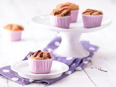 Pflaumen-Muffins - mit Sesam und Buttermilch - smarter - Kalorien: 168 Kcal - Zeit: 25 Min. | eatsmarter.de #eatsmarter #rezept #rezepte #pflaume #pflaumen #zwetschge #zwetschgen #pflaumenrezepte #pflaumenkuchen #obst #herbst #muffin #sesam #buttermilch