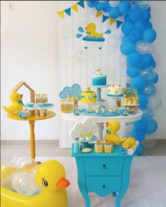 temas para baby shower niño 2018 There are many of interesting baby shower gifts out Ducky Baby Showers, Baby Shower Duck, Rubber Ducky Baby Shower, Baby Shower Games, Baby Shower Parties, Baby Boy Shower, Birthday Gifts For Boys, Baby Boy Birthday, Girl Baby Shower Decorations