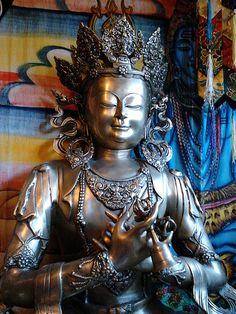 Crowned #Buddha brass statue | #Buddhist #art