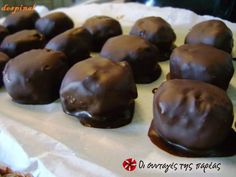 Chocolates with spoon sweet - World Cuisine Audition Greek Sweets, Greek Desserts, Greek Recipes, Vegan Desserts, Greek Cake, Home Made Candy, Happy Foods, Time To Eat, Confectionery