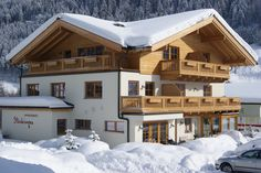 Appartements Stockinger: Our house is just away from the nearest ski slopes. Ski Slopes, Breath Of Fresh Air, Holiday Apartments, Skiing, Cabin, Mansions, House Styles, Building, Beautiful