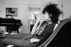 Siouxsie Sioux smoking.