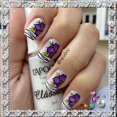 Amooo esse francesinha da Lapogee a unha fica perfeita flores feita com pincel carga dupla  todo material a venda na loja acessem www.esmalterianeiabelasunhas.com.br #nailsart #nailstop #feitasamão #flowers
