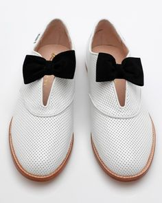 Black 'n' white shoes + bow = <3