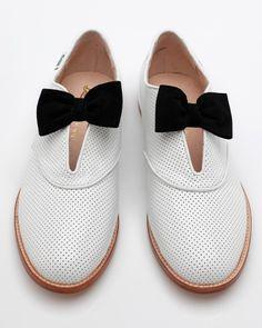 Black 'n' white shoes + bow = <3