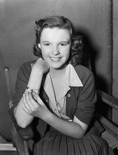 """A young Judy Garland, """"Listen Darling,"""" 1938 Golden Age Of Hollywood, Vintage Hollywood, Hollywood Glamour, Hollywood Stars, Hollywood Actresses, Classic Hollywood, Actors & Actresses, Judy Garland, Harvey Girls"""