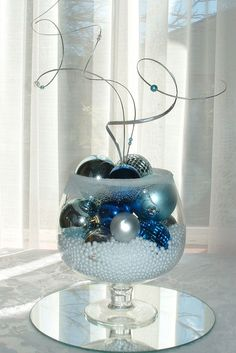 50 Christmas Centerpiece Decorations Ideas For This Year - Decoration Love Winter Centerpieces, Centerpiece Decorations, Centerpiece Wedding, Wedding Decor, Silver Christmas, Christmas Holidays, Christmas Ornaments, Cheap Christmas, Simple Christmas