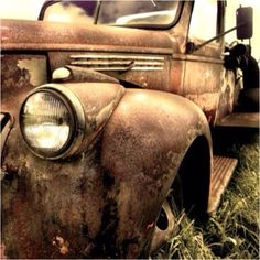 Old trucks are just awesome. Looks ,Ike my papa old ride
