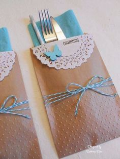 For a summer garden party, Roberta Rosi has created some krafty cutlery holders using SRM's small kraft bags measuring x 6 as co. Doilies Crafts, Diy And Crafts, Paper Crafts, Kraft Bag, Cutlery Holder, Napkin Folding, Ideas Para Fiestas, Twine, Party Planning