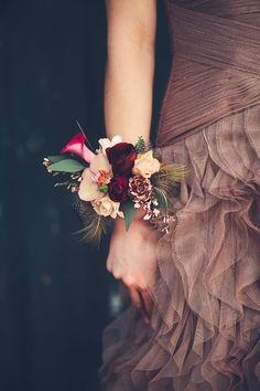 Ben je niet zo weg van een boeket? Deze bloemen armband is de perfecte oplossing. Zo mooi! // Fotograaf: Marije van der Leeuw