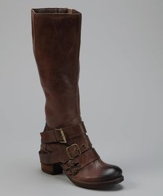 When the day starts off a little grim, indulge in the pleasures of lunch break retail therapy with this feel-better boot. Guaranteed to turn the day around, its Western-style silhouette is adorned with buckle details and a modest chunky heel. Slip into this stylish pair and all the flack will fall by the wayside.