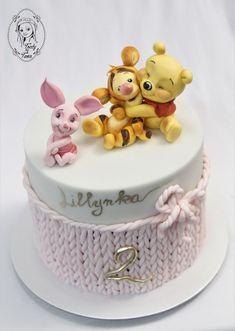 Winnie the Pooh in Gnade – Torten zum verlieben – Motivtorten – - All You Need To Know About Baby Shower Pretty Cakes, Cute Cakes, Fondant Cakes, Cupcake Cakes, Winnie The Pooh Cake, Baby Birthday Cakes, Birthday Cake Decorating, Disney Cakes, Girl Cakes