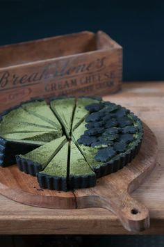 matcha chocolate tart I really wanna do this as an elegant lily pad and build a white chocolate lotus in the center! Tart Recipes, Sweet Recipes, Cooking Recipes, Healthy Recipes, Just Desserts, Delicious Desserts, Yummy Food, Patisserie Vegan, Best Matcha