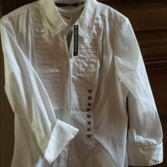 Tailored white blouse NWT NWT beautiful semi-fitted white blouse Zac and Rachel Tops Button Down Shirts