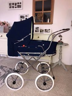 Vintage Pram, Retro Vintage, Prams And Pushchairs, Baby Prams, Baby Carriage, Baby Gear, Old School, Baby Strollers, Car Seats