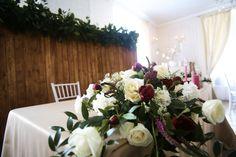 Wedding table bride groom flowers red white