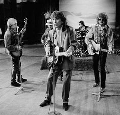 The Travelling Wilburys <3 George Harrison, Tom Petty, Roy Orbison, Bob Dylan. Talk about the ultimate wonder band!