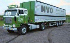 Volvo F88 4X2 met tautlineroplegger van Lokken-Vosdingh uit Nieuwediep (BE-49-17)