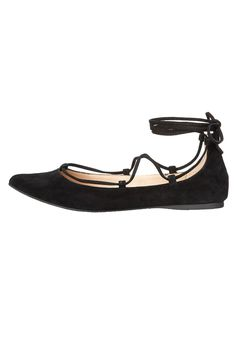 The Eleanorr is a totally on-trend pointed toe flat with laces that can be tied up the leg or wrapped around the ankle. Pair with cropped pants or a leather miniskirt to show off those laces!US Sizing.  Eleanorr Lace-Up Flat by Steve Madden. Shoes - Flats - Ballet Branford Connecticut