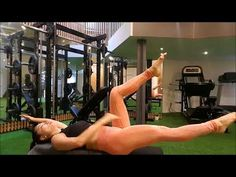 Tone Your Abs Without Crunches l Dead Bug Healthy Beauty, Health And Beauty, Massage For Women, Workout At Work, Yoga For Weight Loss, Physical Therapy, Workout Videos, Body Weight, Health Care