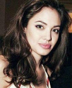 Oh Angelina so beautiful ! Angelina Jolie Young, Angelina Jolie Pictures, Brad And Angelina, Angelina Jolie Photos, Iconic Women, Celebs, Celebrities, Most Beautiful Women, Pretty People