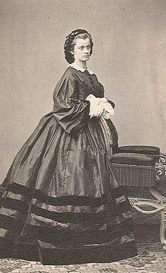 Herzogin Sophie in Bayern, spätere Herzogin von Alençon-Orleans. Ihr Mann war Herzog Ferdinand von Alençon-Orleans, ein im Exil lebendes Mitglied des französischen Königshauses.