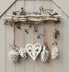DIY & cottage seasonal decor & beautiful shabby chic Christmas decoration made with branches, pine cones and other natural materials & Love this idea! DIY & cottage seasonal decor & beautiful shabby chic Christmas decoration made w& Shabby Chic Christmas Decorations, Rustic Christmas, Xmas Decorations, Christmas Diy, Christmas Wreaths, Christmas Ornaments, Cottage Christmas, Apartment Christmas, Shabby Chic Xmas