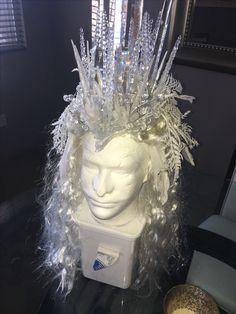 White witch/ ice queen diy headdress Snow Queen Costume, Queen Halloween Costumes, Halloween 2018, Snow Queen Makeup, Snow White Witch, Ice Crown, Artsy Photos, Frozen Princess, Winter Hairstyles
