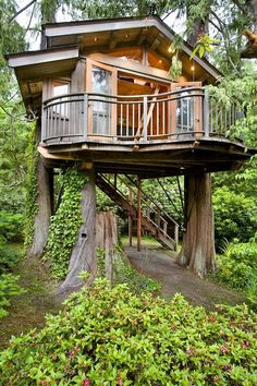 Like the wrap around balcony 12 Modern Tree House Designs Modern Tree House, Casa Loft, Tree House Designs, Cabins In The Woods, Little Houses, Dream Garden, Play Houses, Dream Houses, Future House