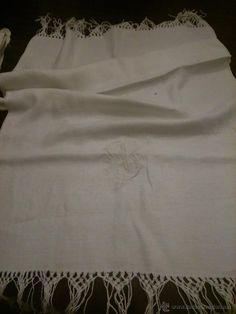 Antigua toalla de lino adamascado, 18 €