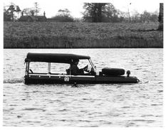 Don´t worry, it´s easy swiming on Land Rover.