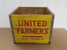 Vintage-milk-crate-UNITED-FARMERS-NEW-ENGLAND-BOSTON-MA