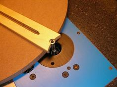 J. Phil Thien's Router Table Circle Jig
