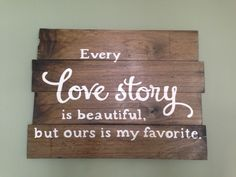 Pallet loves story sign