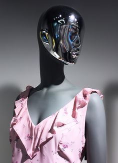 Fusion collection with opalescent exchangeable masks / Mohito window display #FemaleMannequin #elegance #fashion #style #beauty #shopwindow #visualmerchandising #windowdisplay #vm #retail #retailer #retailexperience