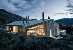 Sun Valley House Rick Joy Architects Sun Valley, Idaho The roofs and remaining walls are framed construction, clad in a rainscreen system of interlocking steel panels.