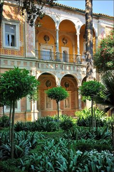 La Casa de Pilatos, an Andalusian palace in Seville, Spain. Permanent residence of the Dukes of Medinaceli. The building is a mixture of Renaissance Italian and Mudéjar Spanish styles and is considered the prototype of the Andalusian palace. Spanish Garden, Spanish House, Spanish Style, Spanish Architecture, Renaissance Architecture, Beautiful World, Beautiful Places, Seville Spain, Andalusia Spain