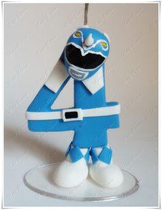 Produzida em biscuit com pavio mágico e fixada em uma base de acrilico transparente.    Criada e confeccionada por: Meire Raposo    Política da Loja:  *Se você encomendou e recebeu o seu produto, deixe uma mensagem na avaliação. É importante para nós saber se o produto agradou, chegou corretament... Bolo Power Rangers, Power Ranger Cake, Pawer Rangers, Power Ranger Birthday, Number 4 Cake, Number Cake Toppers, Baby Cake Design, Fondant Numbers, Cute Polymer Clay
