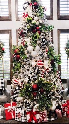 Wonderful Black Christmas Decorations Ideas That Amaze You 05 Black Christmas Decorations, Black Christmas Trees, Christmas Tree Design, Beautiful Christmas Trees, Christmas Tree Themes, Noel Christmas, Rustic Christmas, Xmas Tree, Christmas Ideas