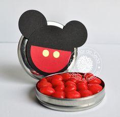 Lembrança Infantil Mickey - latinhas personalizadas com tag em scrapbook