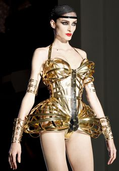 Jean Paul Gaultier Couture: Dandies, Decadence, and George Sand. Beauty And Fashion, Gold Fashion, Fashion Art, Fashion Show, Fashion Design, Catwalk Fashion, Jean Paul Gaultier, Sculptural Fashion, Future Fashion