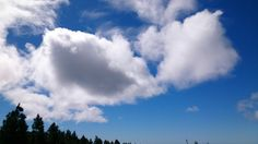 Nubes a mediodía del 23 de febrero