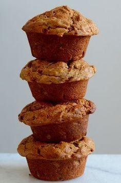 Muffins met rijpe mango en er zit zelfs courgette in Healthy Muffins, Healthy Treats, Healthy Baking, Mango Muffins, Healthy Recepies, Breakfast Cake, Breakfast Muffins, Food Inspiration, Love Food