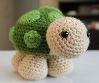 Click here for this small turtle pattern on the Little Muggles blog.