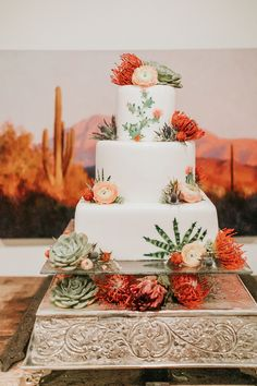 Real Weddings – Southwestern Inspired Wedding Traditions — Alicia Lucia Photography: Albuquerque and Santa Fe New Mexico Wedding and Portrait Photographer – Cactus Unique Wedding Cakes, Unique Weddings, Real Weddings, Cake Wedding, Western Wedding Cakes, Western Weddings, Bodas Boho Chic, Cactus Cake, Cactus Wedding