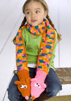 Free Crochet Hand Puppet Scarf. Intermediate.
