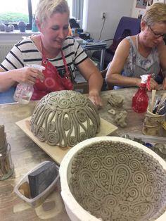 Pottery Pots, Slab Pottery, Ceramic Pottery, Thrown Pottery, Pottery Lessons, Pottery Classes, Ceramic Techniques, Pottery Techniques, Pottery Sculpture