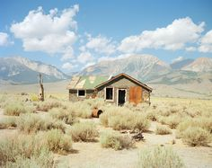 In the second of our Class of 2014 photo series, RISD grad Julie Gautier takes us inside the ghost houses of the Mojave Desert. More images here: www. Desert Dream, Desert Life, Fallout New Vegas, Abandoned Buildings, Abandoned Places, Abandoned Homes, Death Valley, Youtube Minecraft, Desert Aesthetic